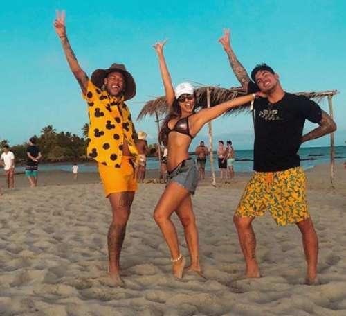 Neymar posta foto ao lado da namorada de Zé Felipe e o cantor rebate: 'se tivesse essa bola toda era melhor do mundo'
