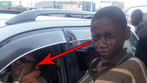 Menino de rua se aproxima do carro para pedir esmola e cai no choro ao ver quem está dirigindo