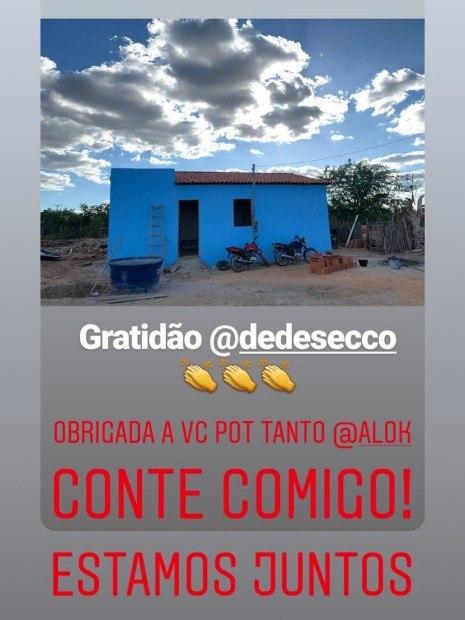 De férias, Deborah Secco doa casa para mãe de seis filhos no sertão da Bahia