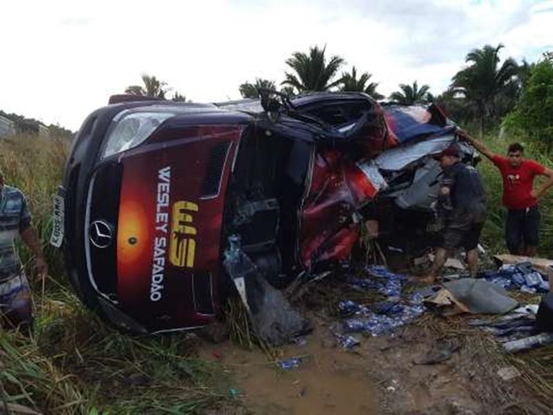 Van de Wesley Safadão sofre grave acidente no interior do Maranhão