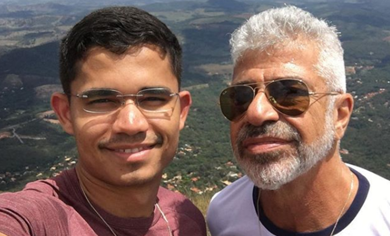 """Aos 66 anos, Lulu Santos abraça marido nas redes sociais e se declara: """"Nada é igual a ele e eu"""""""