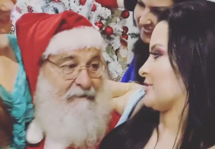 """Maraisa aparece sentada no colo do Papai Noel e faz pedido inusitado: """"Eu quero um marido bem bonito"""""""