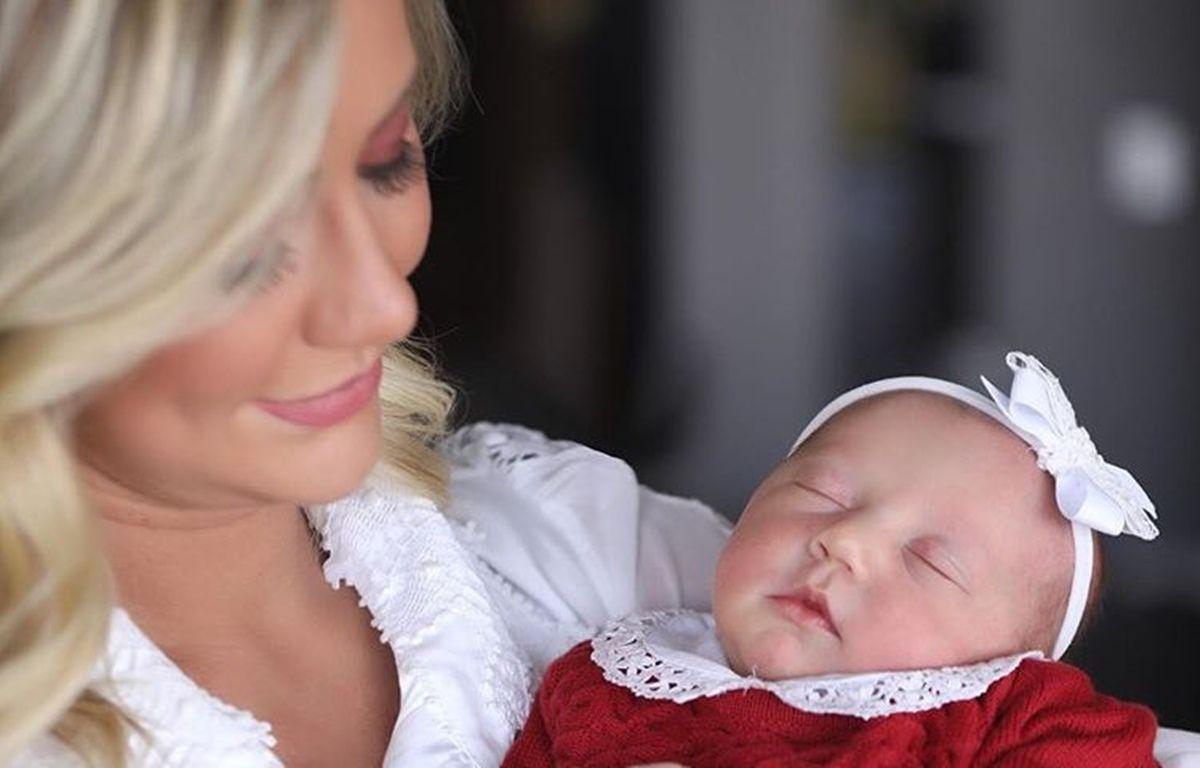 """Esposa de Roberto Justus mostra a filha vestida de coelhinha e fãs reagem: """"Ela é muito fofinha"""""""