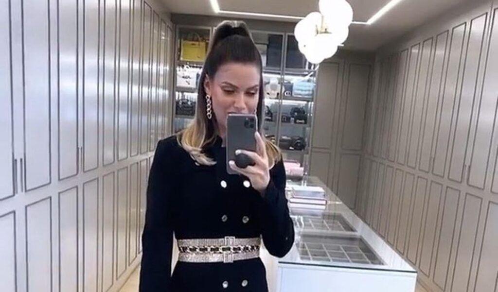 """Andressa Suita mostra look para a live show de Gusttavo Lima: """"Tinha que escolher um look à atura"""""""