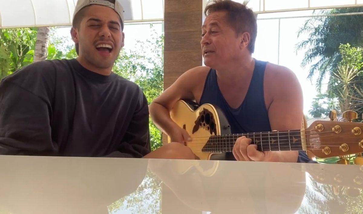 """Em vídeo, Zé Felipe surge cantando com Leonardo e mãe comenta: """"Você é diferente"""""""
