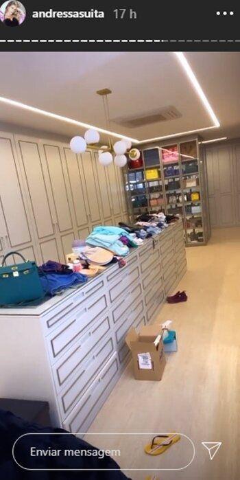 """Andressa Suita revela parte do seu closet de pós-foto e ironiza: """"Muito organizada"""""""