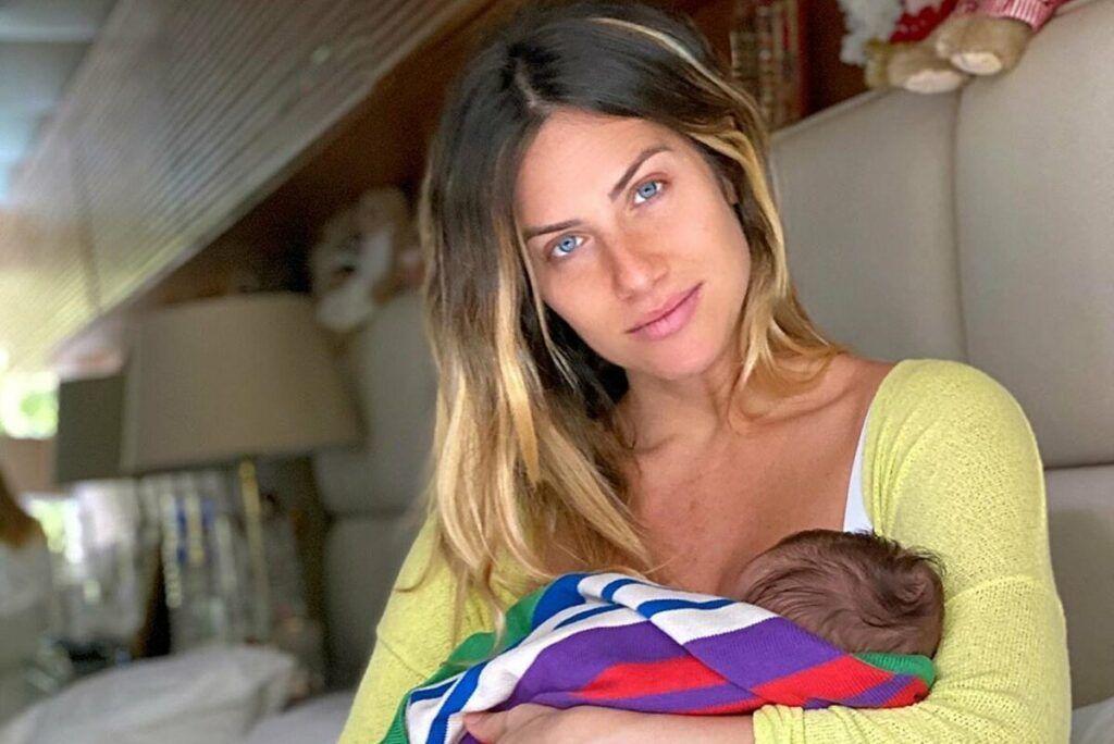 Giovanna Ewbank posta momento inédito com o filho Zyan e apoia campanha de doação de leite materno