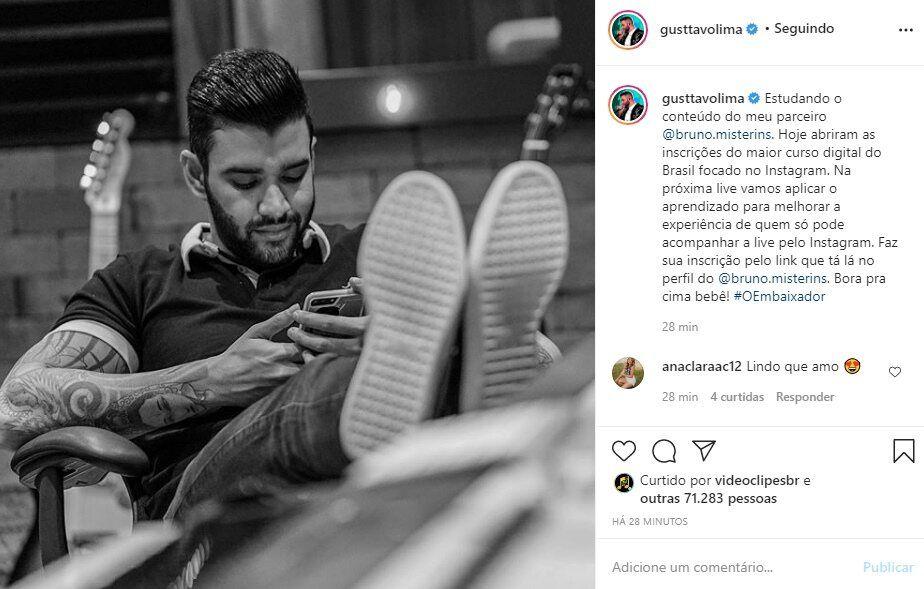 Gusttavo Lima aparece estudando marketing digital e anuncia novidades para próxima live show