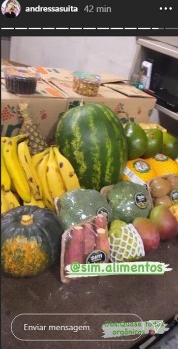 """Andressa Suita mostra feira enorme de frutas e legumes que chegou na fazenda: """"Tudo orgânico"""""""
