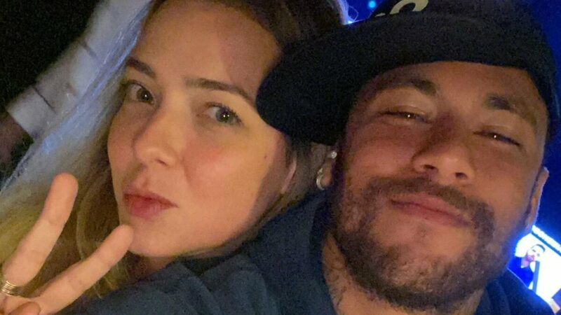 """Neymar Júnior homenageia ex-namorada, Carol Dantas: """"Mãe super heroína que meu filho tem"""""""