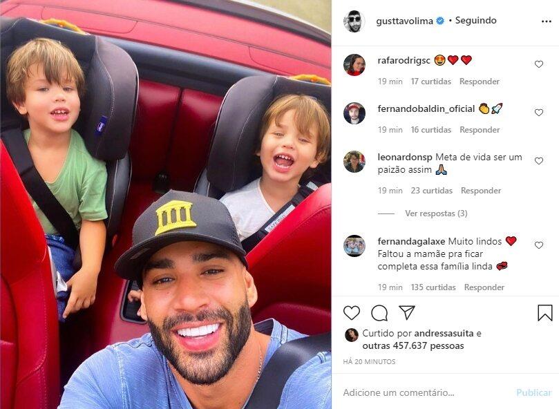 Saudades? Andressa Suita curte foto de Gusttavo Lima com os filhos em Ferrari