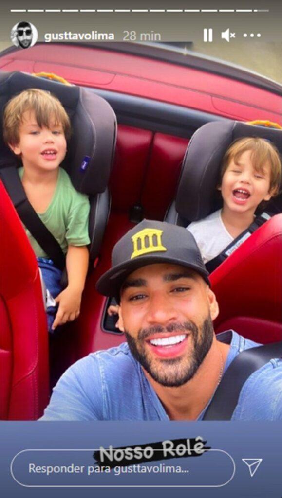 """De Ferrari, Gusttavo Lima passeia com os filhos: """"Nosso rolê"""""""