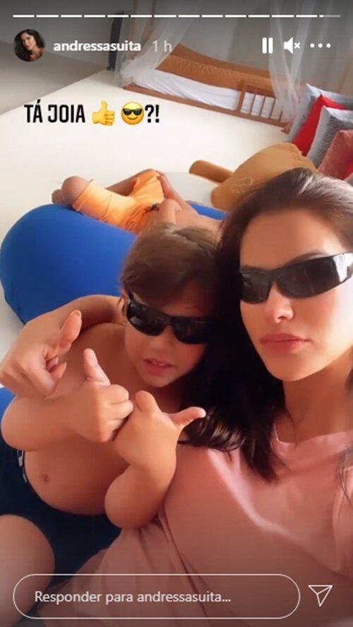 """Em mansão, Andressa Suita surge de óculos escuros com o filho, Gabriel: """"Tá joia?"""""""