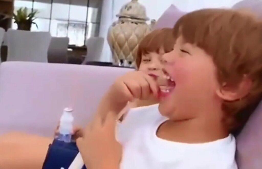 """Andressa Suita mostra Gabriel rindo enquanto Samuel faz bico com a boca: """"Duplinha da bagunça"""""""