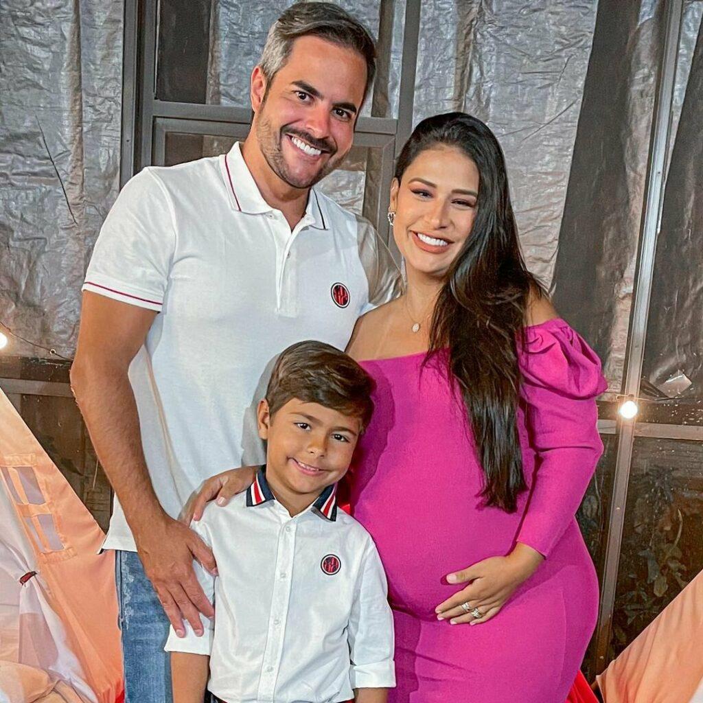 """Simone se despede do barrigão para dar à luz a filha nos Estados Unidos: """"Só vem"""""""