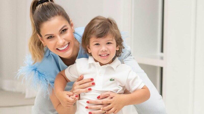 """Andressa Suita mostra momento de carinho com o filho, Gabriel: """"Meu loirinho"""""""