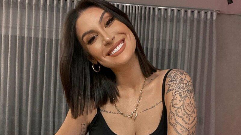 """Bianca Andrade celebra cinco meses de gravidez e mostra barrigão: """"Não para de crescer"""""""