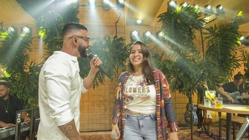 Em live show, Gusttavo Lima canta 'Na Hora de Amar' com a sobrinha