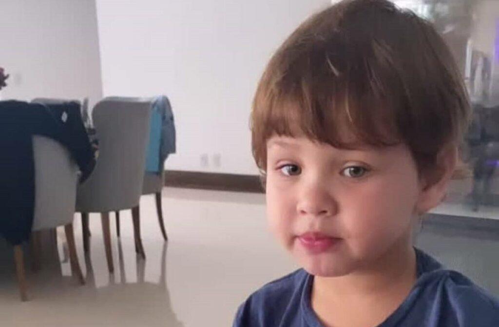 Andressa Suita flagra o filho de dois anos cantando, 'Café e Amor', de Gusttavo Lima