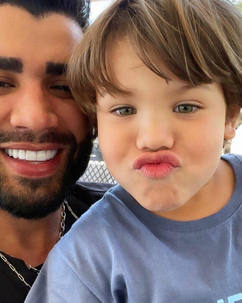 Andressa Suita flagra o filho, Gabriel, pedindo para colocar show de Gusttavo Lima