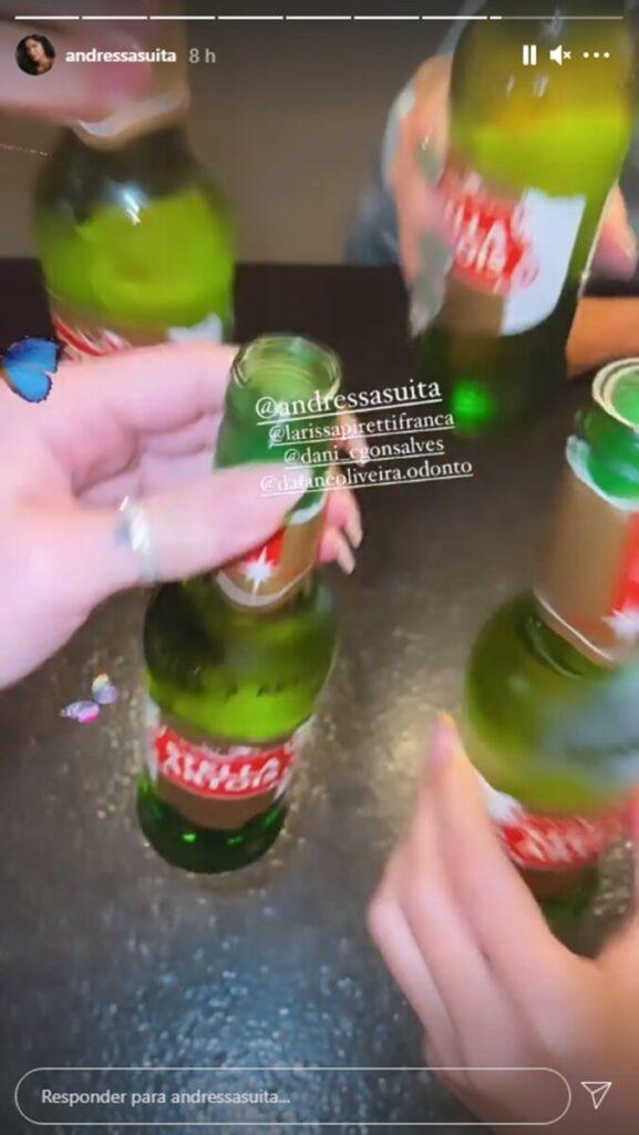 Andressa Suita brinda com as amigas após live show de Gusttavo Lima