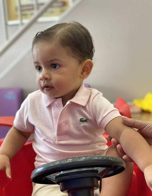 Léo, filho de Marília Mendonça e Murilo Huff, corta os cabelos pela primeira vez