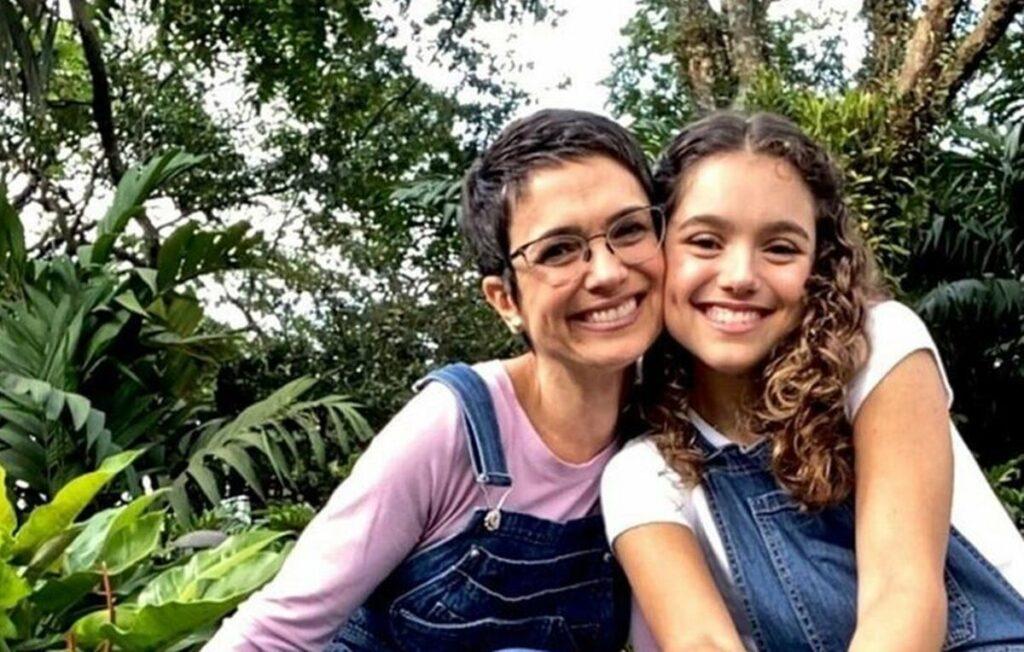 """Sandra Annenberg celebra formatura da filha, Elisa, no Ensino Médio: """"Muito orgulho"""""""