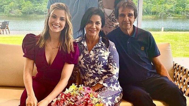 """Andressa Suita celebra 37 anos de casados dos pais: """"Amo vocês"""""""