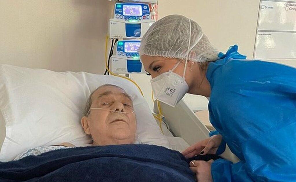 Virginia Fonseca visita o pai, internado após diagnóstico de pneumonia bacteriana