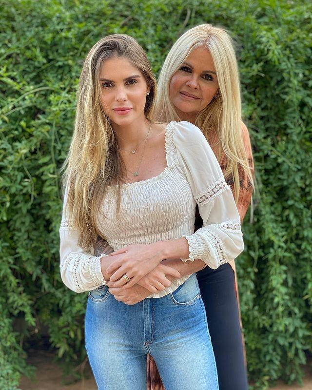 Grávida de gêmeos, Bárbara Evans surge sem filtro e revela espinhas no rosto