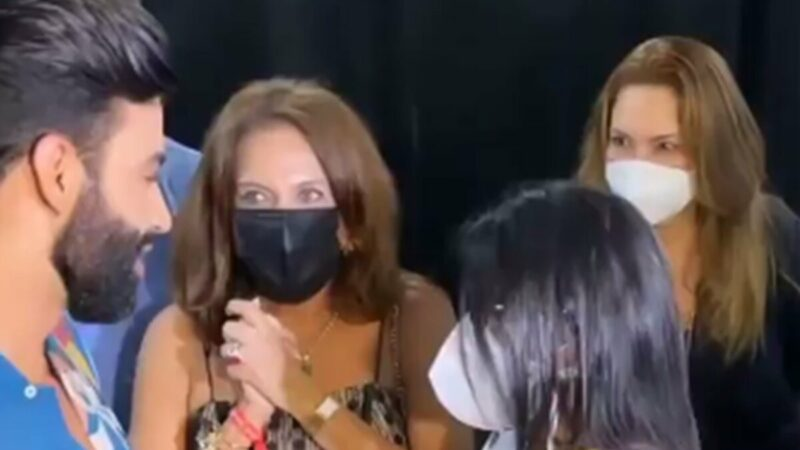 """Gusttavo Lima recebe elogio de fã nos bastidores do show em Goiânia: """"Você é humilde"""""""