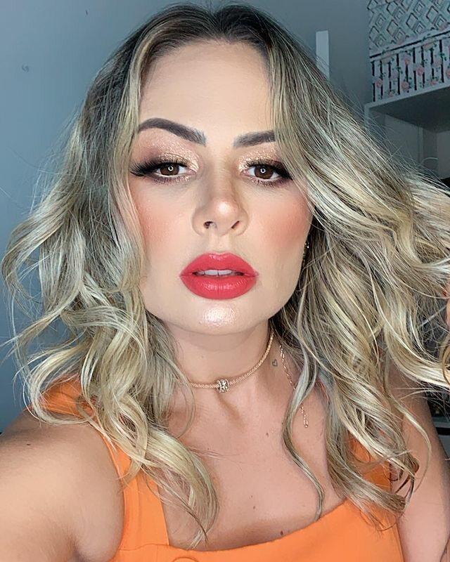 Ex-dançarina da banda Aviões do Forró acusa Xand Avião de bullying